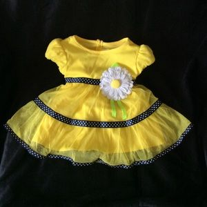 Yellow Easter dress, Daisy accent, 12 mos. nice 🌸